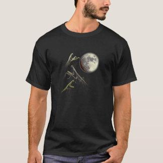 Camiseta Três louvas-a-deus Praying e luas