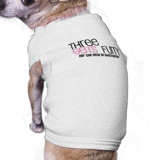 Camiseta Três obtêm a camisa peludo do cachorrinho
