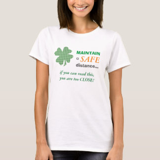Camiseta Trevo de advertência bonito da distância segura