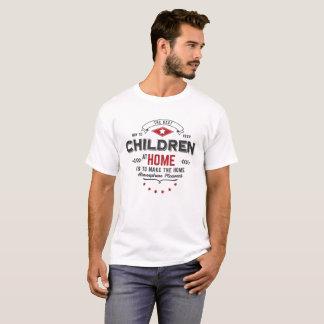 Camiseta tshirt das crianças em casa