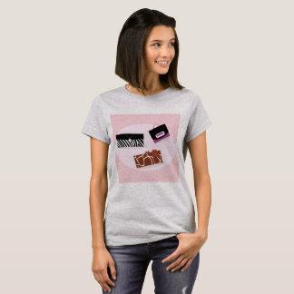 Camiseta Tshirt das senhoras dos desenhistas: com sacos de