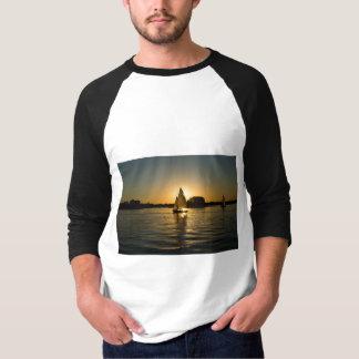 Camiseta Tshirt preto e branco na moda do barco de vela dos