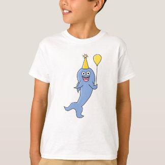 Camiseta Tubarão bonito com balão do aniversário