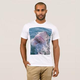 Camiseta Tubarão na água