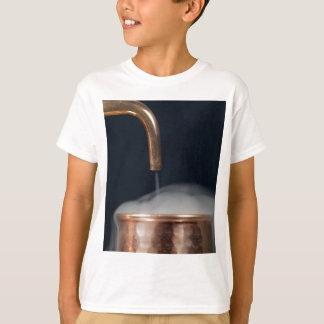 Camiseta tubulação de cobre de uma destilaria com vapor