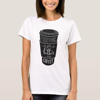 Camiseta Tudo obtem melhor com café