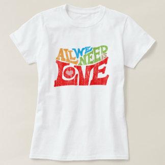 Camiseta Tudo que nós precisamos é gráfico retro da