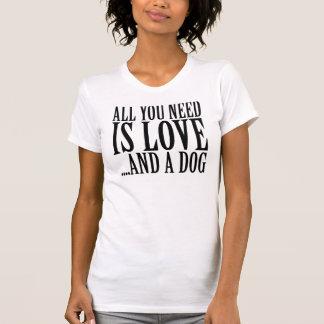 Camiseta Tudo que você precisa é amor e um cão