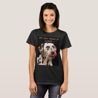 Camiseta Tudo que você precisa é amor… e um dalmatian
