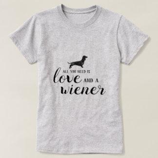 Camiseta Tudo que você precisa é amor e um wiener