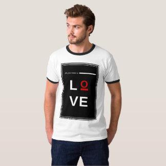 Camiseta Tudo que você precisa é amor equipa o t-shirt