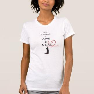 Camiseta Tudo que você precisa é amor & um gato