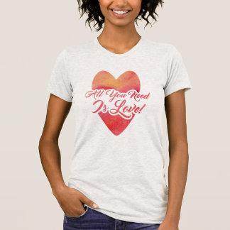 Camiseta Tudo que você precisa é design da aguarela do amor
