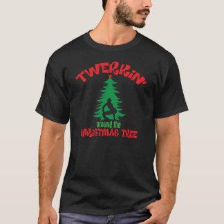 Camiseta Twerkin em torno da árvore de Natal