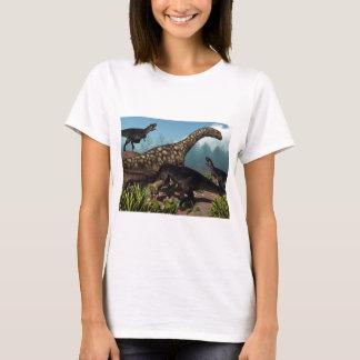 Camiseta Tyrannotitan que ataca um dinossauro do