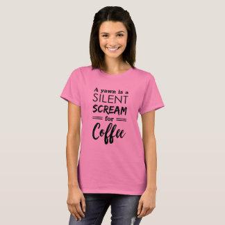 Camiseta Um bocejo é como um gritar silencioso para o café