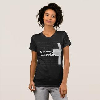 Camiseta Um casamento forte tem o deus no centro
