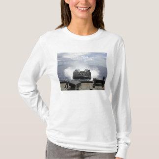 Camiseta Um coxim de ar da barca de descarregamento