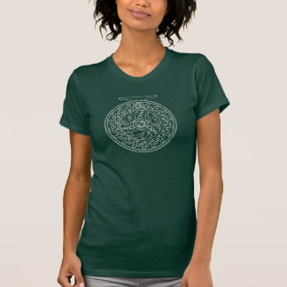 Camiseta Um design do carretel da pesca com mosca no branco