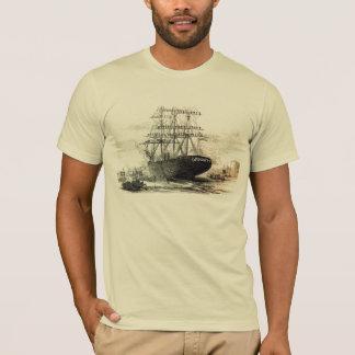 Camiseta um navio de madeira velho velho