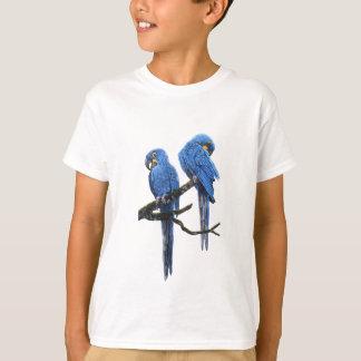 Camiseta Um par de Macaws azuis brilhantes do jacinto