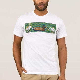 Camiseta um pato entre o t-shirt de dois gooses