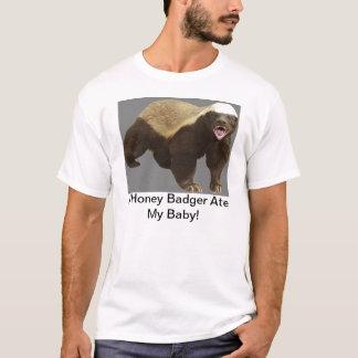 Camiseta Um texugo de mel comeu meu bebê!