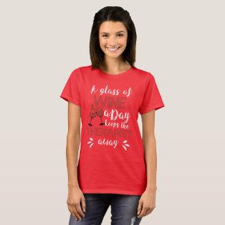 Camiseta Um vidro do vinho um o dia mantem o terapeuta