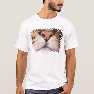 Camiseta Uma imagem macro do nariz e da boca de um gato