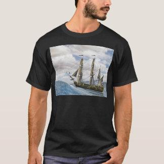 Camiseta Uma navigação preta de Corveta entre grandes ondas