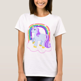 Camiseta Unicórnio mágico bonito com o arco-íris