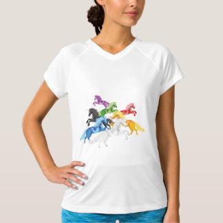 Camiseta Unicórnios selvagens coloridos da ilustração