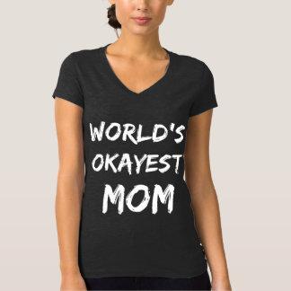 Camiseta V-pescoço da mamã do Okayest do mundo
