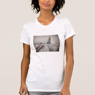 Camiseta Veleiro e balsa do balboa na praia de Newport, CA