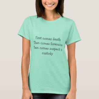 Camiseta Vem primeiramente a morte a seguir vem forense