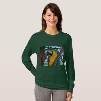 Camiseta Verde amarelo e pássaro tropical azul