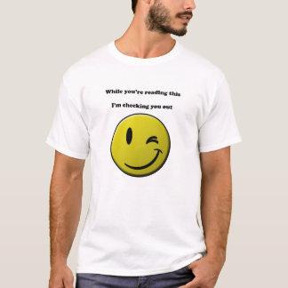 Camiseta Verificando o para fora