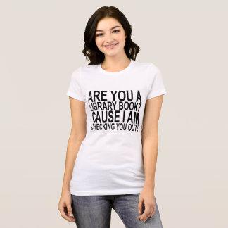 Camiseta Verificando o para fora. .png