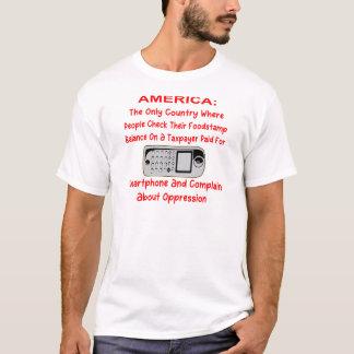 Camiseta Verificando seu Foodstamps em um telefone pago do