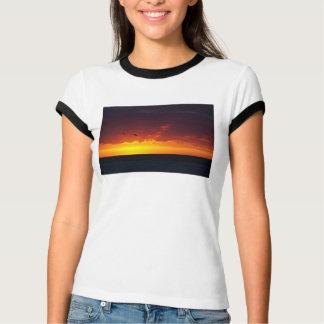Camiseta Vermelho e por do sol do ouro
