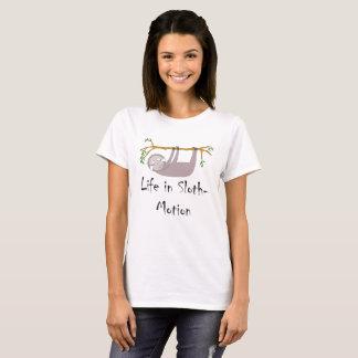 Camiseta Vida na preguiça do Preguiça-Movimento em um ramo