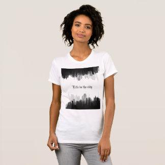 """Camiseta """"Vida o t-shirt da mulher na cidade"""""""