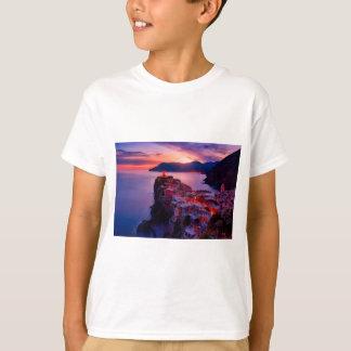 Camiseta Vila na paisagem do rio