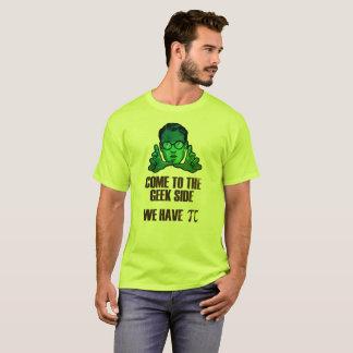 Camiseta Vindo ao lado do geek nós temos o T do gráfico do