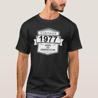 Camiseta Vintage 1977 envelhecido à perfeição. Aniversário