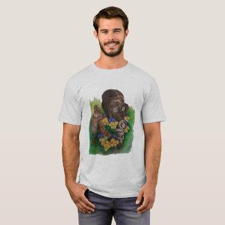 Camiseta Violetas e máscara de gás