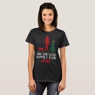 Camiseta Vizsla e viveram feliz nunca após o Natal