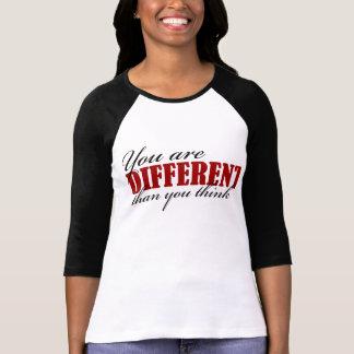 Camiseta Você é diferente do que você pensa o t-shirt do