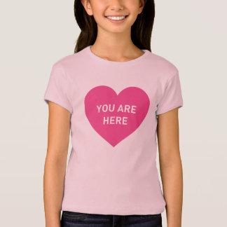 Camiseta Você está aqui coração cor-de-rosa