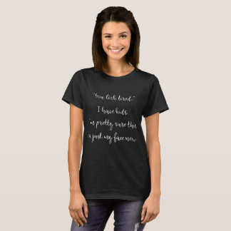 """Camiseta """"Você olha"""" a obscuridade engraçada cansado da"""